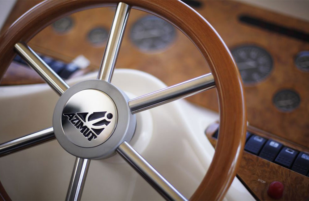 Steering wheel with external teak wheel rim of a Azimut private cruise in Dubai