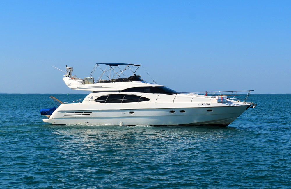 Sightseeing Cruise Azimut perfect for day trips at Arabian Gulf in Dubai